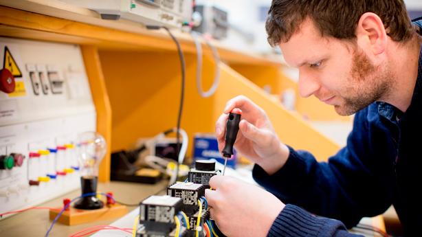 diferencia entre un electricista y un técnico electricista
